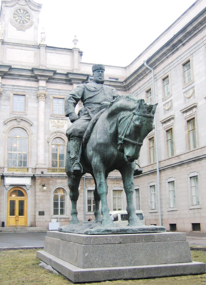 Памятник Александру III, двор Мраморного дворца