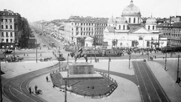 Памятник Александру III на Знаменской площади (пл. Восстания)