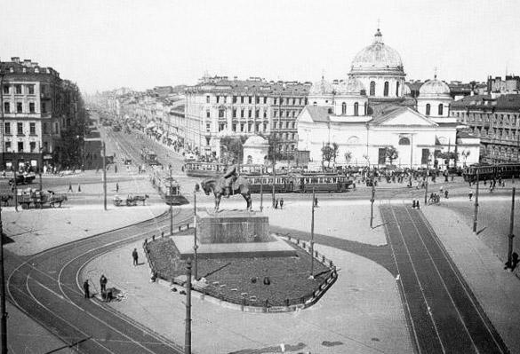 Памятник в спб на площади восстания цены на памятники в самаре габбро