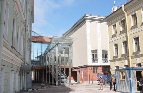 Малая сцена Александринского театра, вход