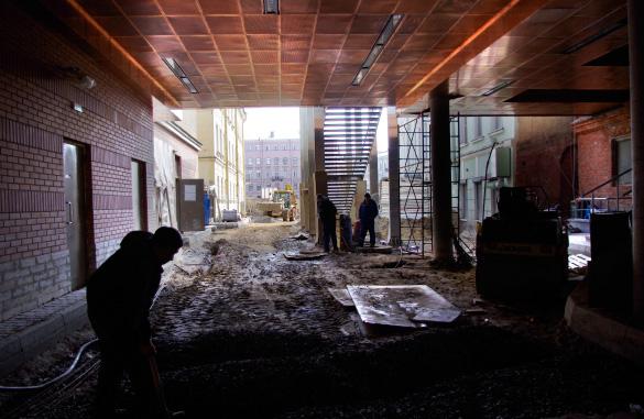 Малая сцена Александринки, выход к Фонтанке из-под здания