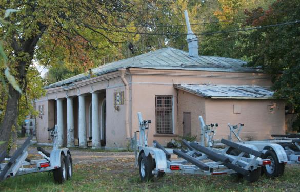 Лодочная станция в Лопухинском саду