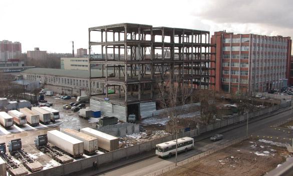 Недостроенное здание на Магнитогорской улице