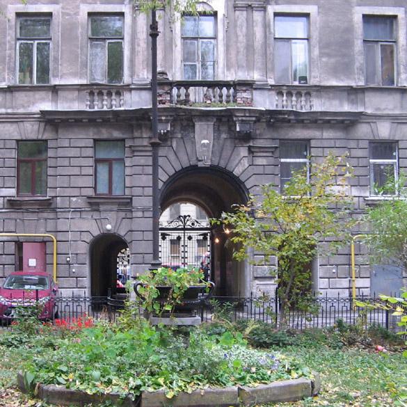 Дом Пеля, вид со двора