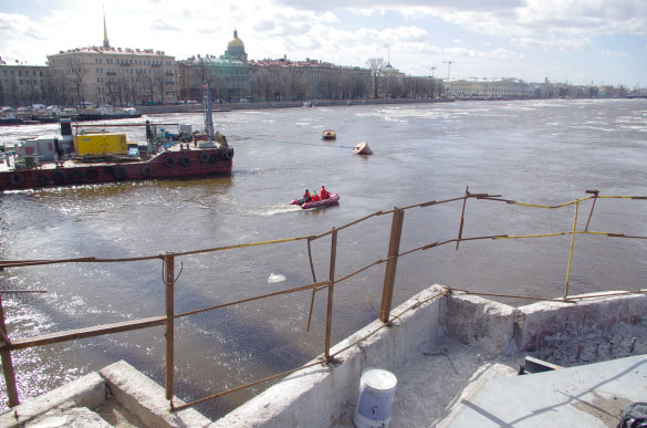 Акватория Невы у Дворцового моста