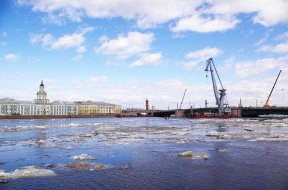 Нева, Дворцовый мост