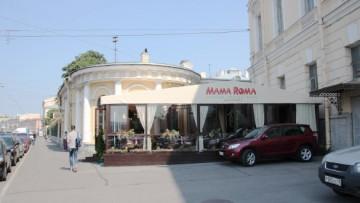 Незаконное летнее кафе «Мама Рома» на Фонтанке