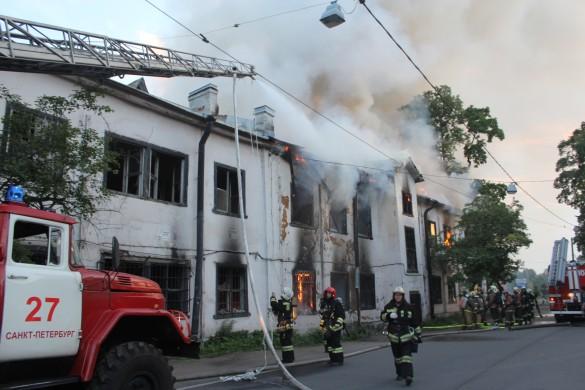 Пожар на Петровском проспекте