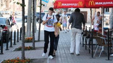 Летнее кафе «Макдоналдса» на Марата