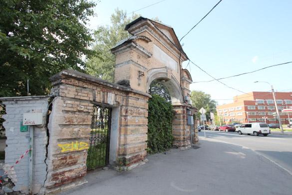 Ограда Боткинской больницы на Миргородской