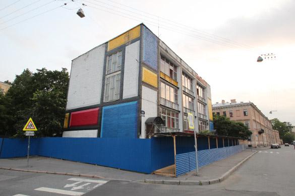 Дом-«попугай» на Мойке, 102