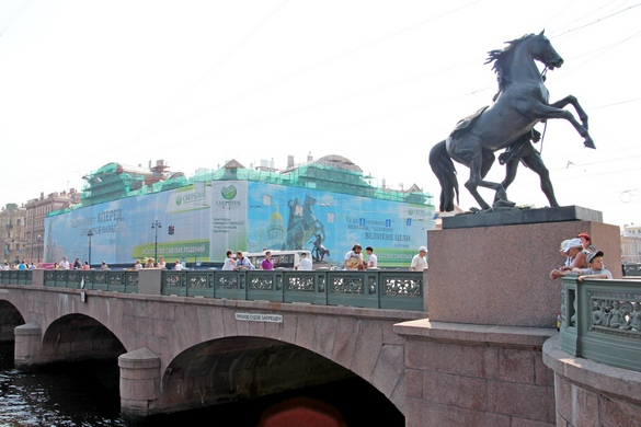 Реклама на дворце Белосельских-Белозерских