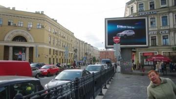 Рекламный экран на Владимирской площади