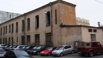 Заводские корпуса на улице Смолячкова, 6