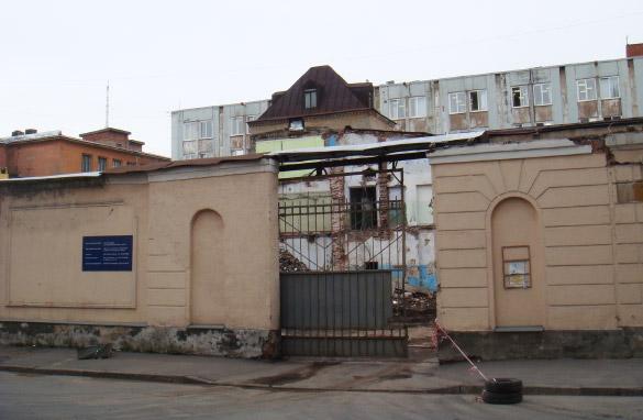 Снос заводских корпусов на улице Смолячкова, 6