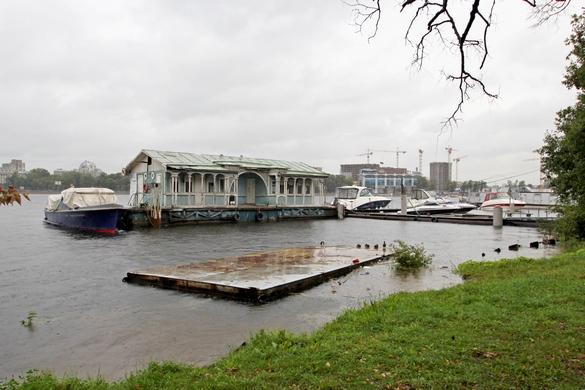 Дебаркадер у водно-моторной станции, Малая Невка, Лопухинский сад