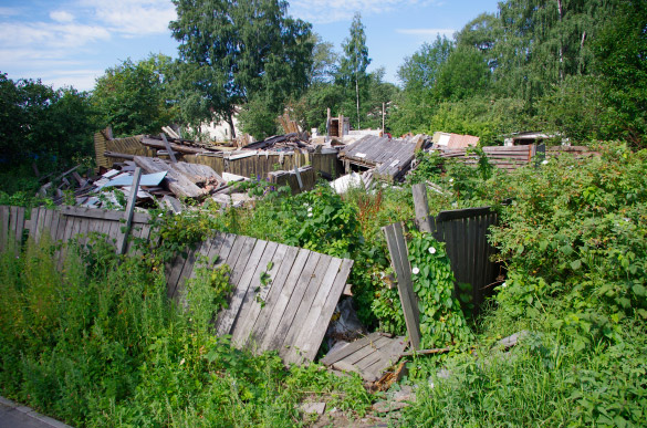 Снесенный деревянный домик в Коломягах