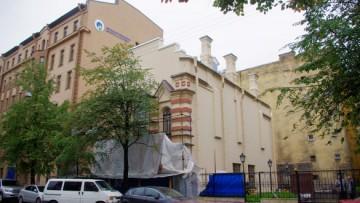Лахтинская улица, 12