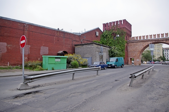 Полтавская улица, 7