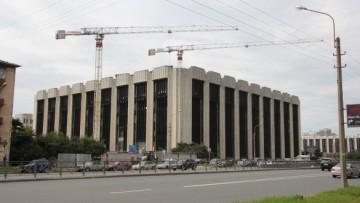 Здание на площади Победы