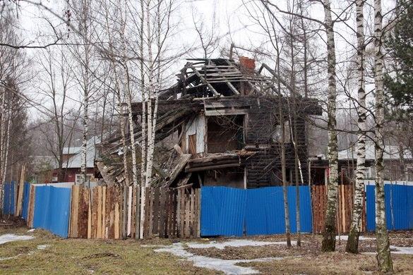 Деревянный дом после пожара, Сосновский проспект, 1