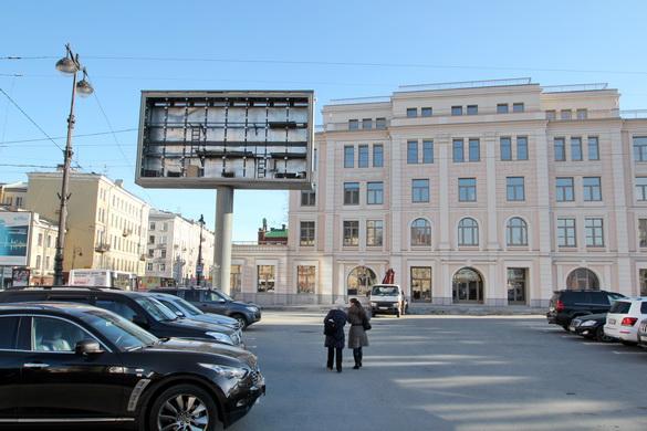 Рекламный дисплей на Греческой площади