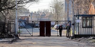 Ворота на Уездном проспекте