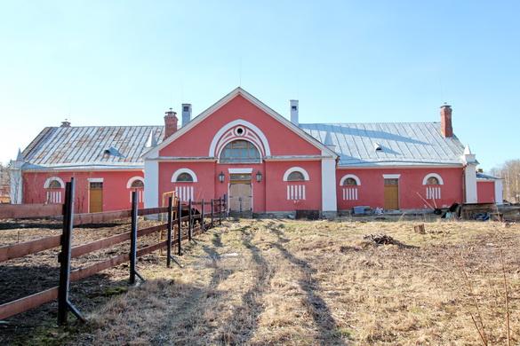 Задний фасад Коровника
