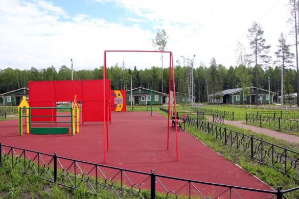 Детская площадка на Земляничной