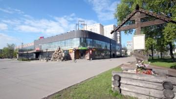 Колпино, торговый центр Нева на улице Веры Слуцкой