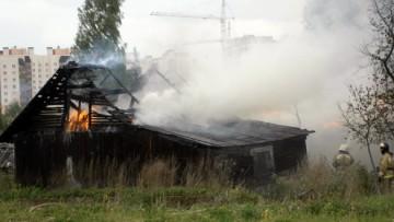 Остатки сгоревшего дома в Кудрове