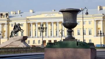 Порфировая ваза на Сенатской площади