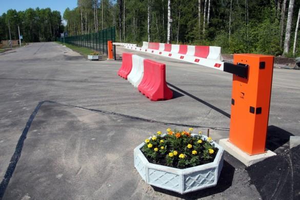 Шлагбаум при въезде в Солнечное-2