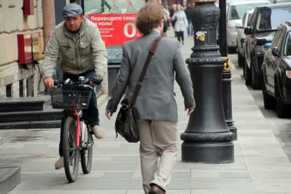Улица Марата, велосипедист