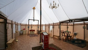 Интерьер церкви-палатки