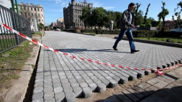 Мощение дорожек на площади Тургенева