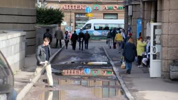 Проезд позади метро Нарвская
