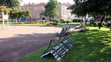 Скамейки на площади Тургенева