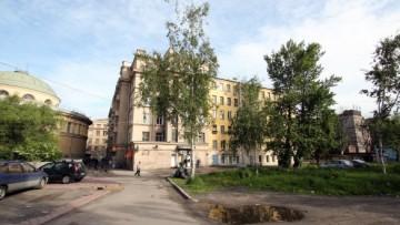 Во дворе Нарвской
