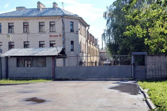 Урюпин переулок, ворота
