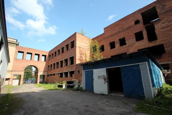 Заброшенное здание на Академика Лебедва