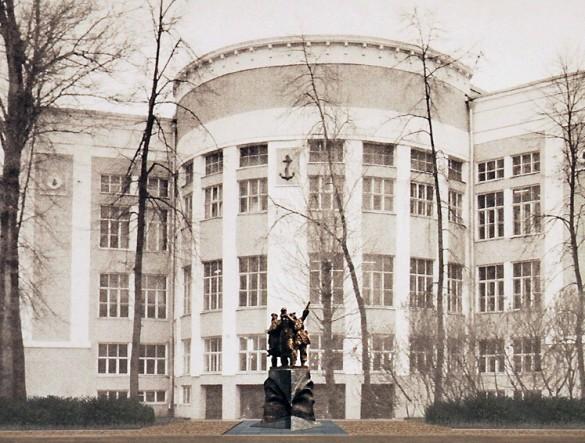 Памятник морякам на улице Седова
