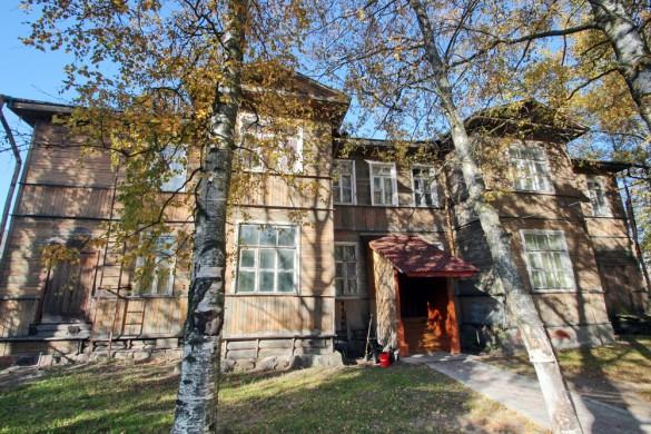 Церковно-приходская школа на Лахтинском проспекте, 98
