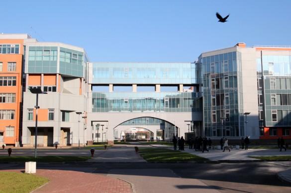 Двор Университета телекоммуникаций