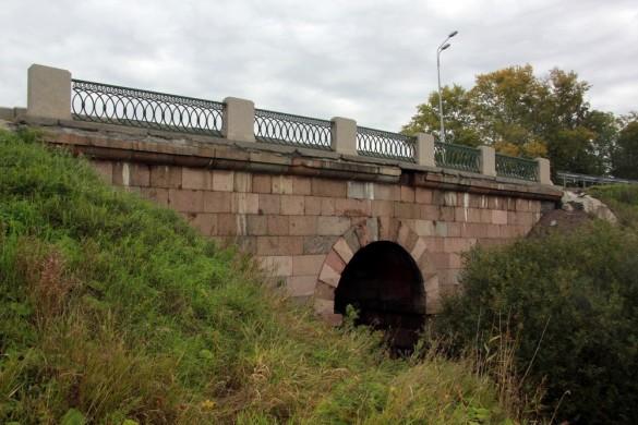Мост через реку Пулковку