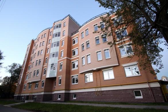 Новый дом на углу Конюшенной и Правды в Павловске