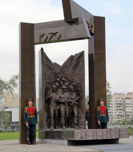 Памятник 25-летия вывода войск из Афганистана на улице Бадаева