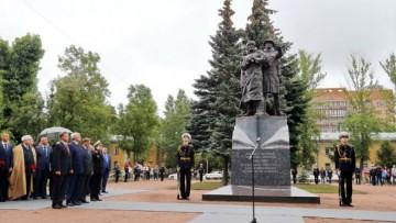 Памятник морякам полярных конвоев