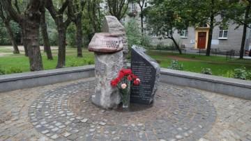 Памятник Ольге Берггольц на Черной речке
