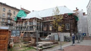 Деревянный особняк на Пушкарской с задней стороны